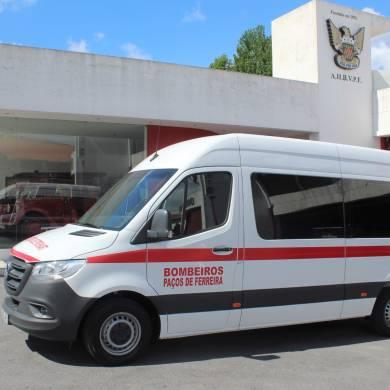 Bombeiros adquirem nova ambulância
